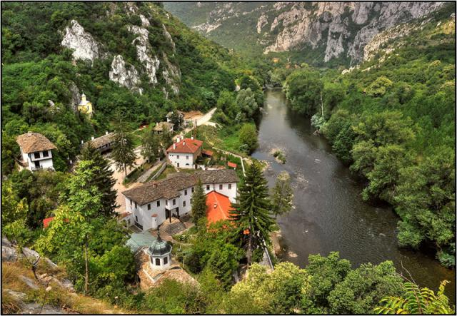 manastir-dvor
